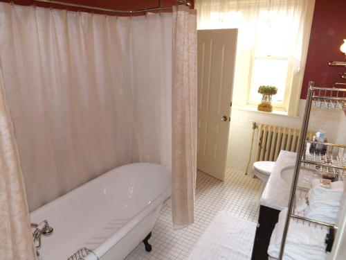 The Patriot House Bed & Breakfast - Annville, PA 17003
