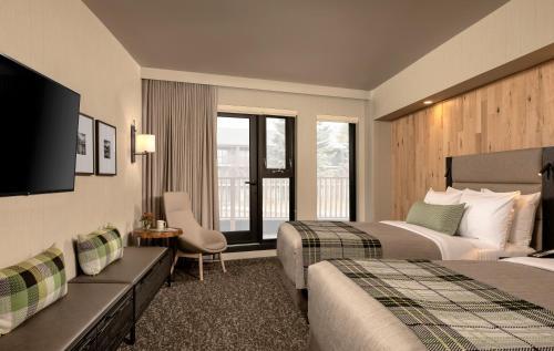 Junior Studio, 2 Queens beds, Preferred View with Balcony