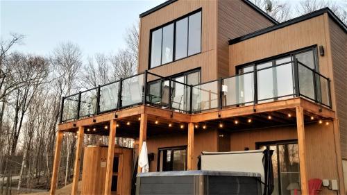 Chalet Serenity - Mont Tremblant Ski - Spa Sauna Wifi TV Privet Chic Modern House - Hotel - La Conception