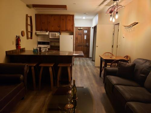 . Apex Mountain Inn Suite 101-102 Condo