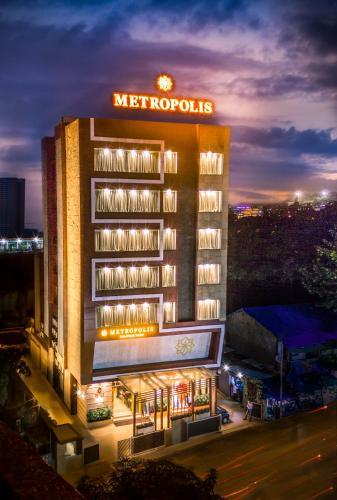 . Metropolis Hotel by Maxx Value Hospitality