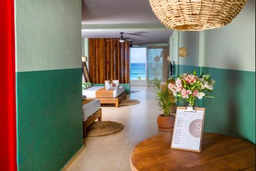 . Albatros Suites by Bedsfriends