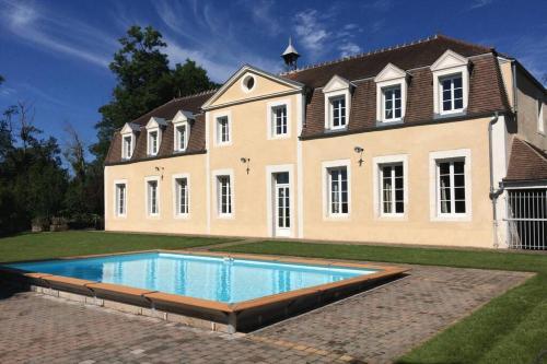 Gîte Château de Montboulon 4* Spa+piscine 14pers. - Location saisonnière - Saint-Georges-sur-Baulche