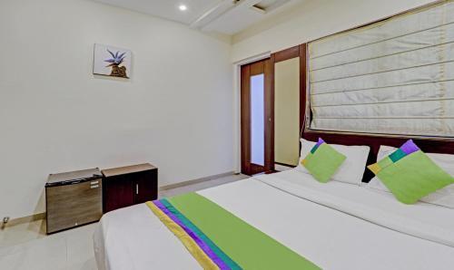 . Treebo Trend Loharkar's Family Hotel ( LA Rooms)