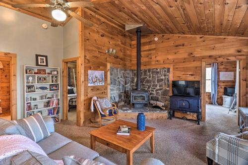 Rustic-Yet-Cozy Cabin with Fire Pit in Smokies! - Waynesville