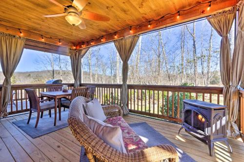 Modern Glenville Forest Cabin with Grill and Deck - Glenville
