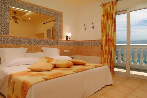Standard Double or Twin Room with Sea View - single occupancy Vistabella 22