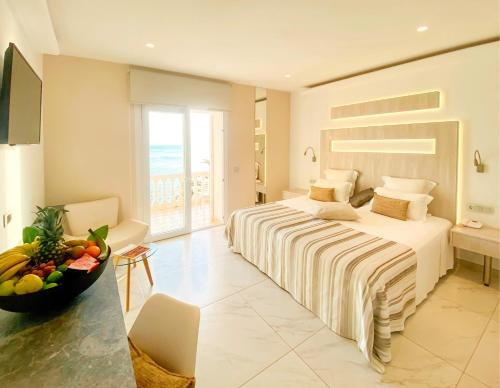 Double or Twin Room with Sea View - single occupancy Vistabella 53