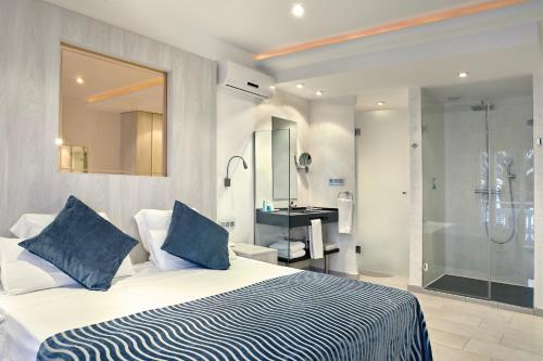 Double or Twin Room with Sea View - single occupancy Vistabella 51
