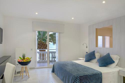 Double or Twin Room with Sea View - single occupancy Vistabella 50