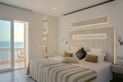 Double or Twin Room with Sea View - single occupancy Vistabella 49