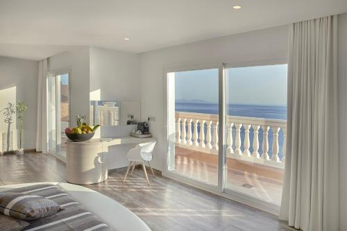 Penthouse Suite - single occupancy Vistabella 52