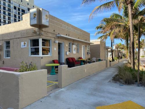 . St Maurice Beach Inn