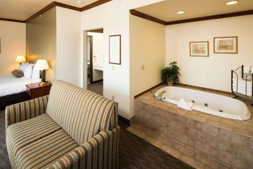 Superior King Suite with Whirlpool - Non-Smoking