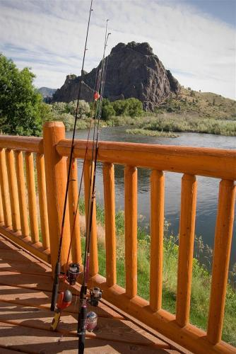River's Bend Lodge - Cascade, MT 59421