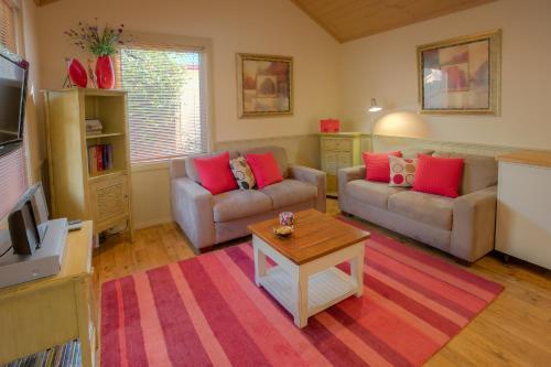 Autumn Affair Cottage 6 - Apartment - Bright