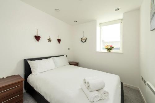 2 Bedroom Home For 3 In Mediacity Uk