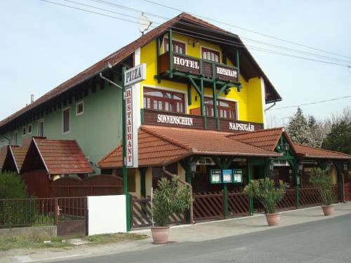 . Hotel Napsugár