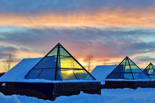 . Aurora Pyramids & Hotel Taivaanvalkeat