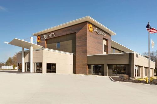La Quinta Inn & Suites by Wyndham St Louis Route 66