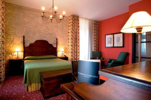 Superior Double  - single occupancy Hotel Pazo de Lestrove by Pousadas de Compostela 6
