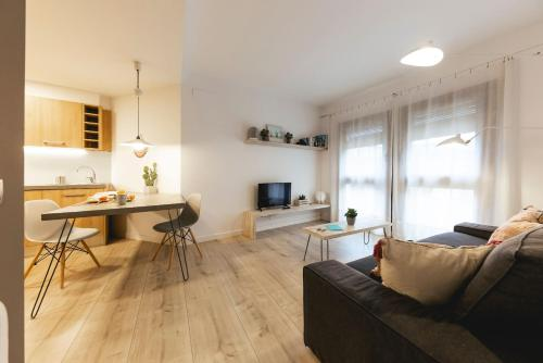 Bravissimo La Mora - Apartment - Girona