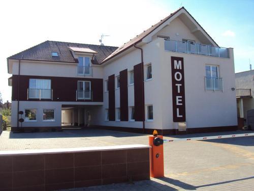 . Motel Senec
