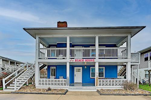 9th Street Beach Retreat - 4 Private Units Duplex