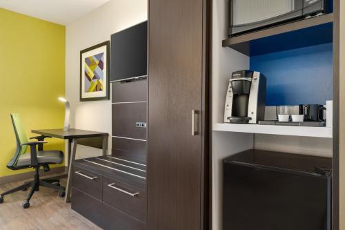 Holiday Inn Express - Jamaica - JFK AirTrain - NYC, an IHG Hotel - image 4