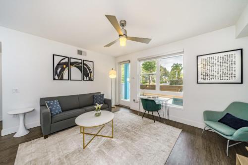 . Kasa Orange County-Anaheim Apartments