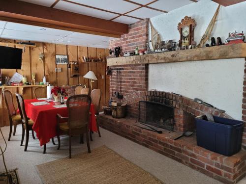 Bowering Lodge - Photo 5 of 59