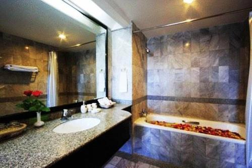 Karnmanee Palace Hotel photo 2