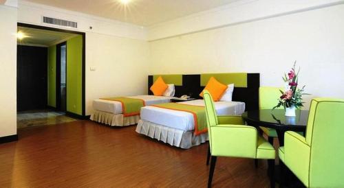 Karnmanee Palace Hotel photo 10