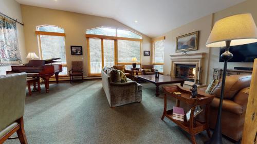 Three-Bedroom Gold Residence