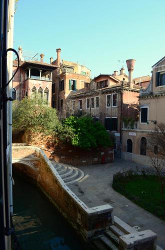 Dorsoduro 724, Venice, 30123.