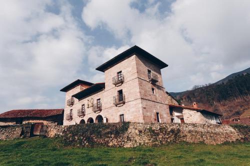 Arha Casona de Carmona (Antiguo Parador de Carmona-Cantabria)