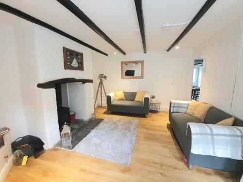 Bella Cottage - 123 Pengelly