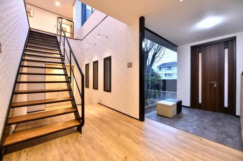 BRUCE Luxury House