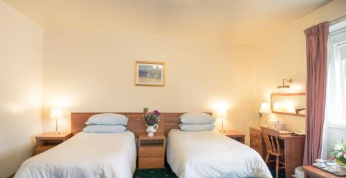 Huddersfield Central Lodge Hotel picture 1 of 19