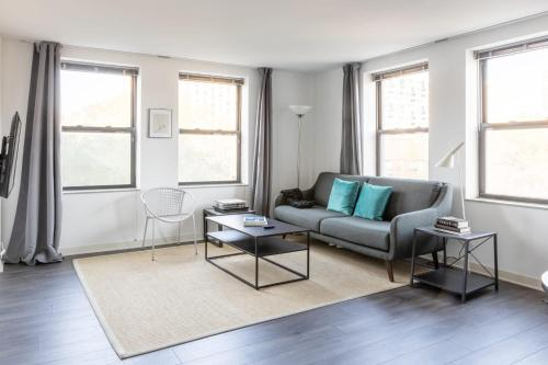 . Comfy HP 2BR with Fast Transit to UChicago & DT by Zencity