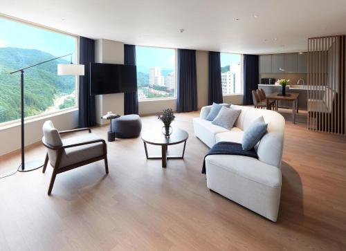 [Family Luxury] Sky Royal (High Floor, Check-in lounge, Air-dresser. Free Mini bar)
