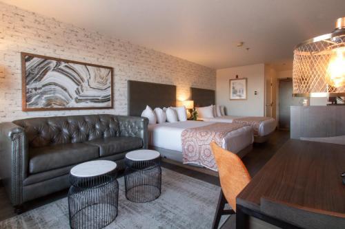 Oxford Suites Chico - Hotel