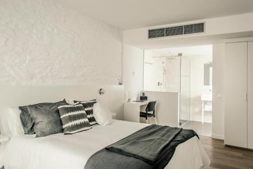 Superior Double Room Tramuntana Hotel - Adults Only 10