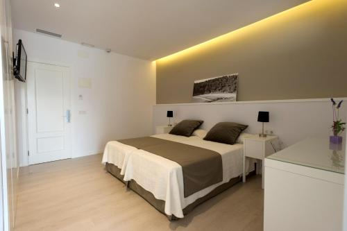 Double or Twin Room Hostal La Palma 14
