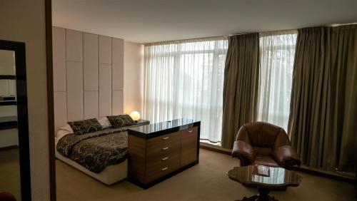 . Hotel Consul