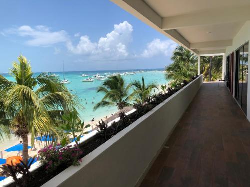 . Cuxos Hotel Beachfront