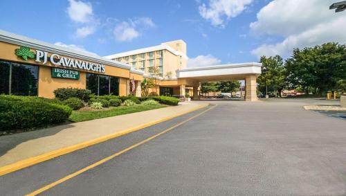 . Magnuson Grand & Conference Center Somerset-Bridgewater