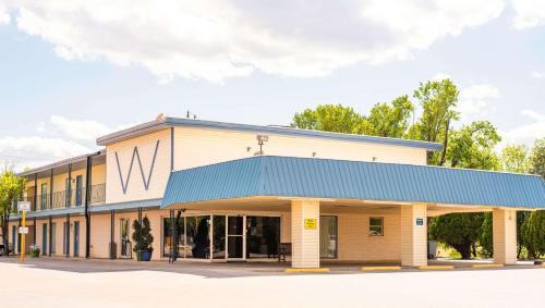 . Wayfarer Inn Woodward