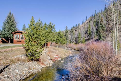 Rustic River Chalet, Close to Skiing, Pet Friendly Tiny House - Breckenridge