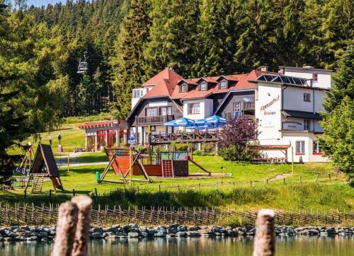 Alpengasthof Enzian GmbH - Hotel - Mönichkirchen Mariensee